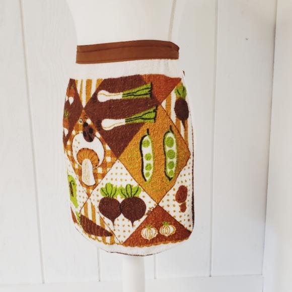 Vintage, apron, mushroom, bug, veggies 70's